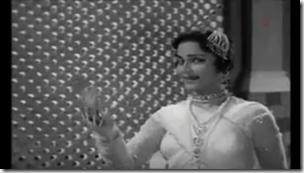 Waheeda Rahema - Raat Bhi Hai Kuchch Bhigi Bhigi
