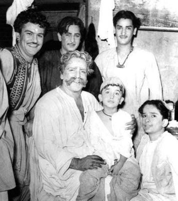 prithivi-raj-kapoor-with-sons-and-a-grand-son